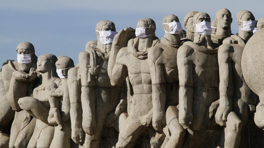 太有趣!巴西圣保羅街頭雕像戴上口罩