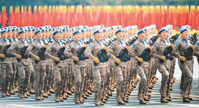 庆祝新中国成立70周年大会上受阅的维和部队方队。   新华社记者 李 响摄