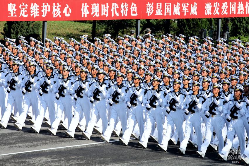 △海军方队。(央视记者张建庆拍摄)