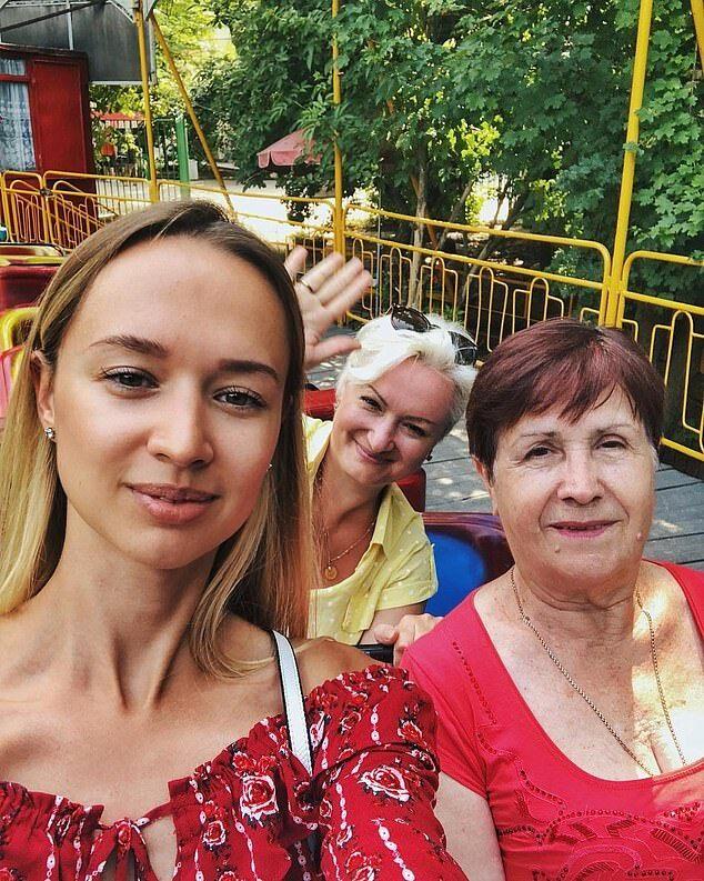 图说:叶卡捷琳娜及其母亲