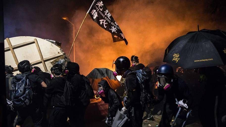 彭博社:香港謠言滿天飛 假新聞正在撕裂香港社會|社交媒體