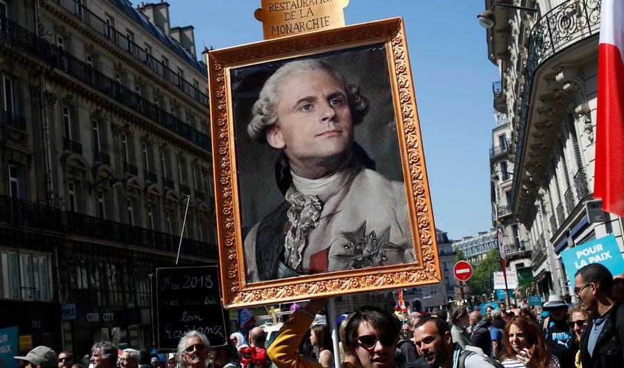 法王路易十六肖像画被P上了马克龙的头