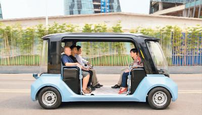 中国智能网联汽车行业发展迅速,市场规模可达千亿