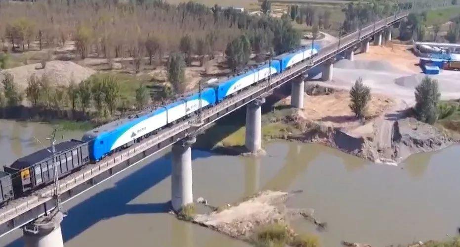 ▲中國首列智能駕駛重載列車開行(央視新聞報道截圖)