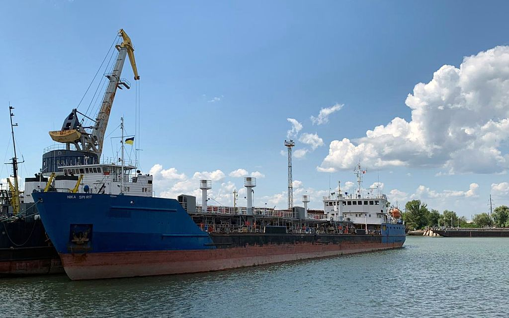 7月25日,乌克兰伊兹梅尔,被乌克兰扣押的俄罗斯油轮Nika Spirit。图/视觉中国