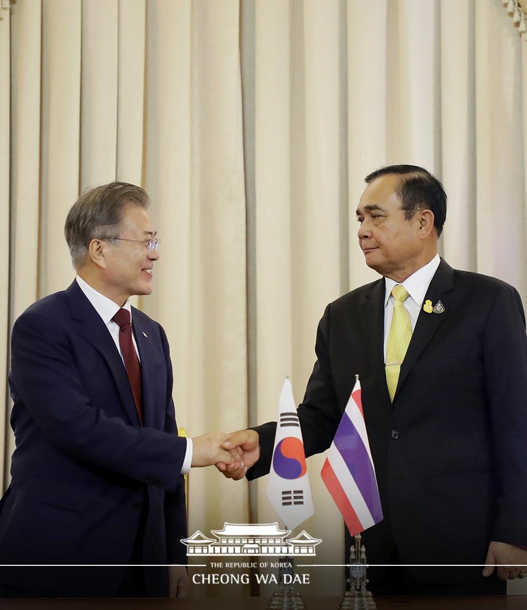 文在寅2日与泰国总理巴育举行会谈(青瓦台)