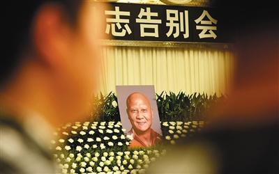 2018年7月13日,计春华追悼仪式在杭州举行。其妻子、女儿在追悼会现场伤心欲绝。