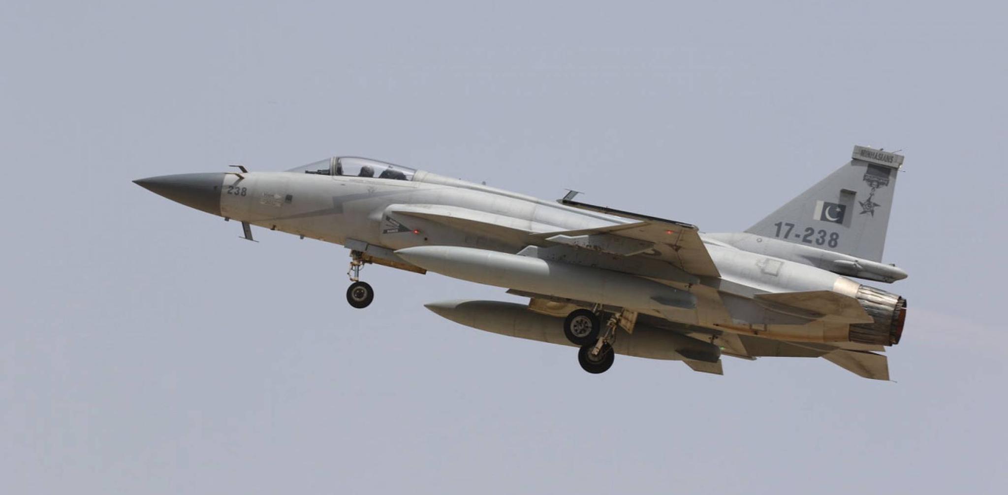 """今年2月份直接参加印巴空战的""""枭龙""""战机 图源:巴基斯坦空军"""