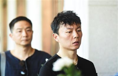 曾与计春华合作《新少林五祖》的演员谢苗也前来送别,因心情太过沉重无法说话,拒绝了采访。