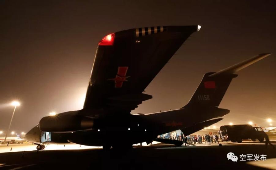 成都双流机场运-20飞机装载人员和物资 刘畅 图