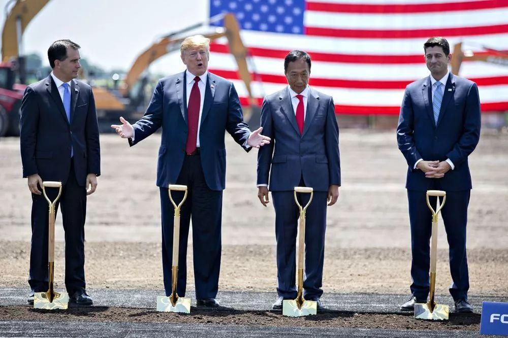 ▲当地时间2018年6月28日,特朗普亲自出席工厂奠基仪式。(图自彭博社)