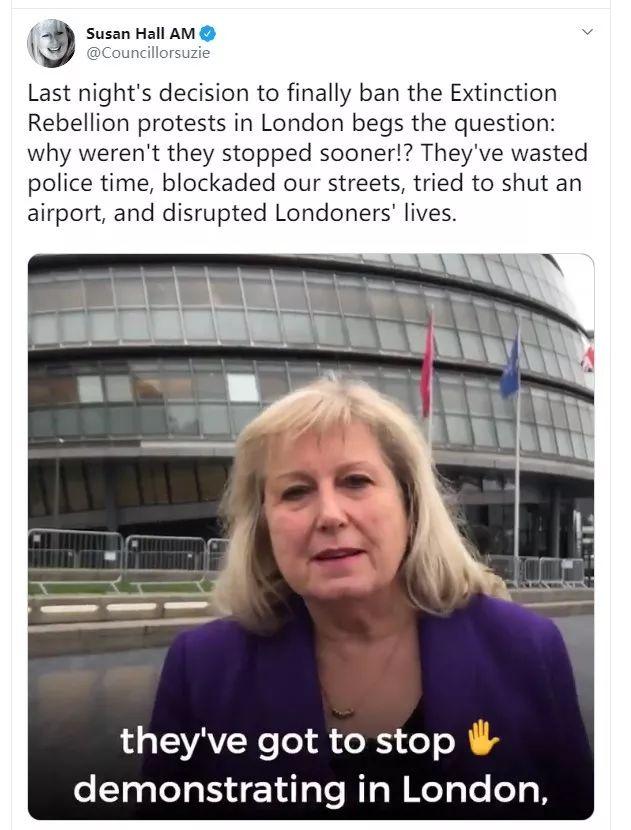 ▲图为支持伦敦警方的人谴责示威者浪费公帑和扰乱伦敦的正常秩序