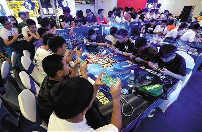 2018年8月,河北,一场电竞赛吸引了众多手游爱好者组队挑战。资料图片/视觉中国