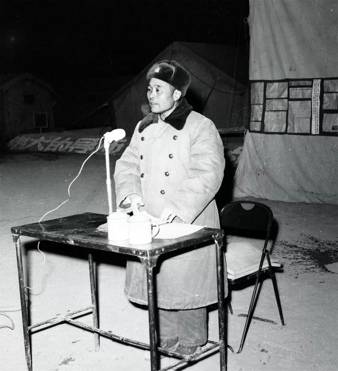 20世纪70年代,程开甲在做义务前动员(原料照片)。