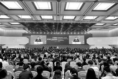 马化腾在世界互联网大会开幕式上透露,腾讯考虑开发VR版微信