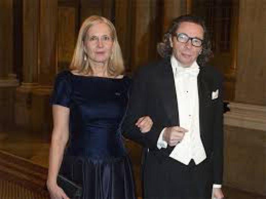 阿尔诺和妻子弗罗斯滕松。