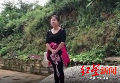 ▲视频截图,视频中李波站在石料堆上说话