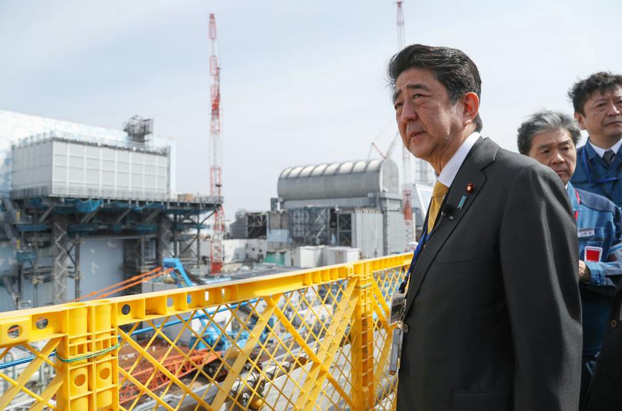 安倍视察福岛第一核电站(时事通信社)