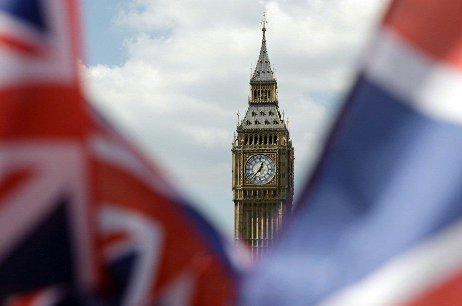 英镑欧元受挫于政治不确定性 美元直逼16月高位