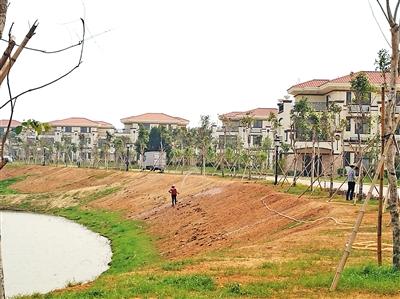 陈生为村民建的别墅已经完成配套与基础设施,去年底基本就可以交付使用了。