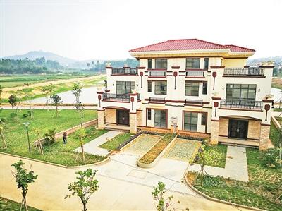 陈生给村民建的别墅。