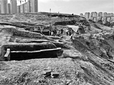 考古隊挖掘現場