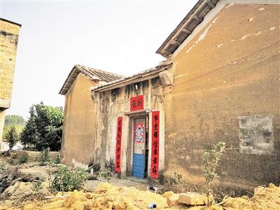 官湖村村民现在居住的老房子。