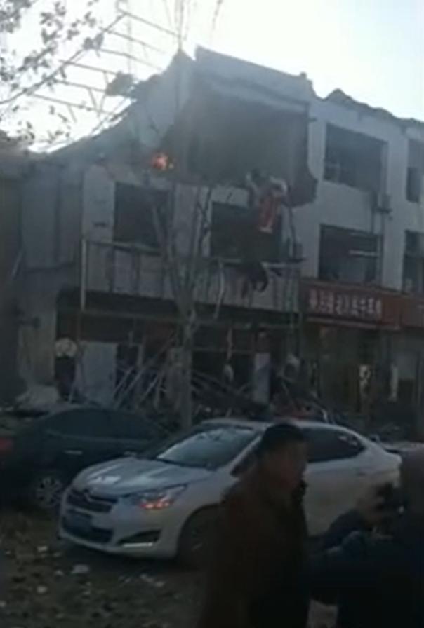 """爆炸事故现场。新京报""""我们视频""""截图"""