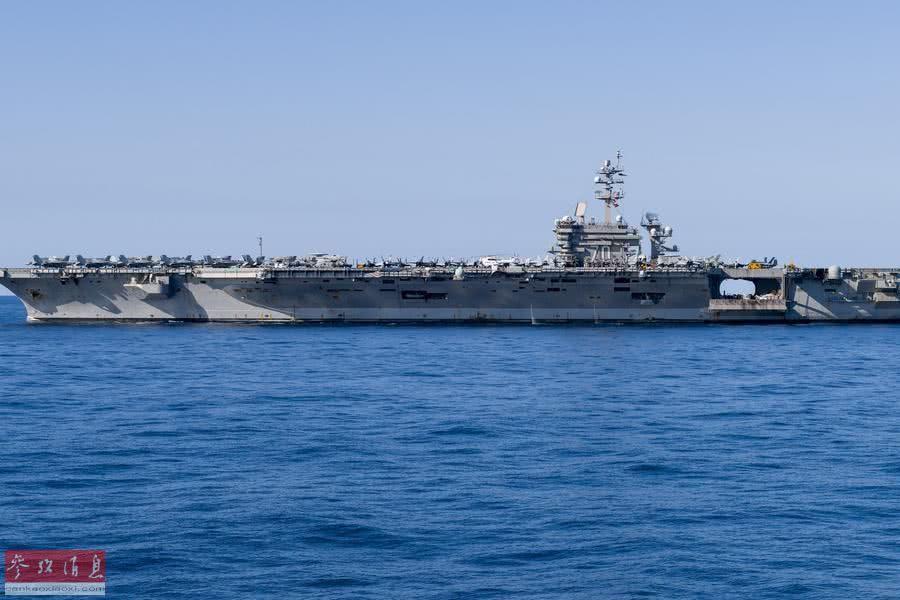 """资料图:美国海军""""文森""""号核航母在南海航行。"""