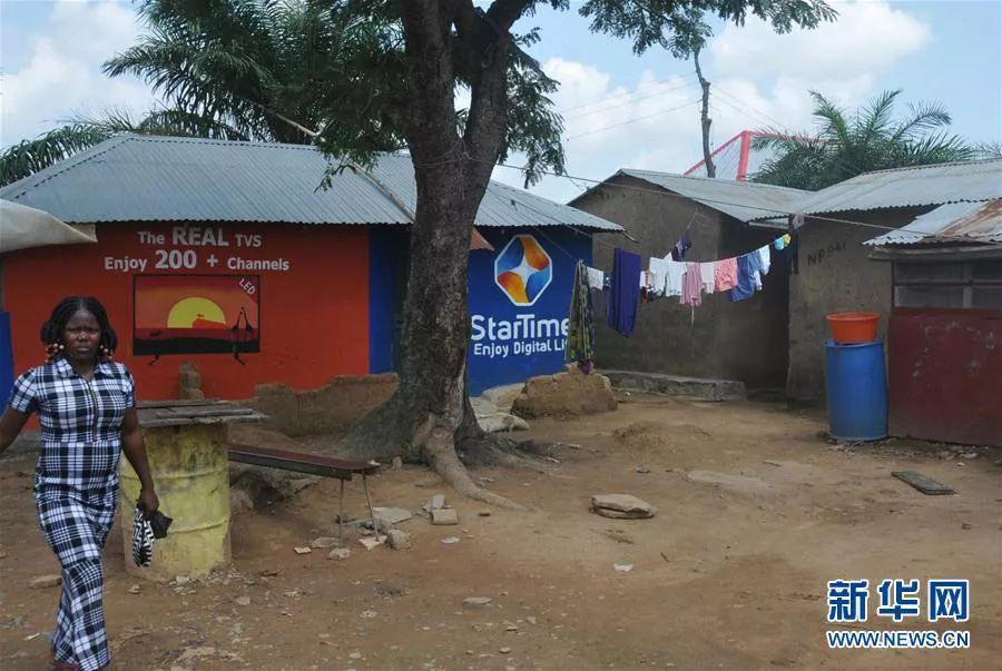 四达时代在非洲农村的门店和广告牌