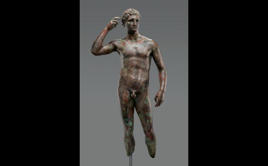 """本文主角,古希腊青铜雕塑""""胜利的青年"""" 图源:保罗·盖蒂博物馆"""