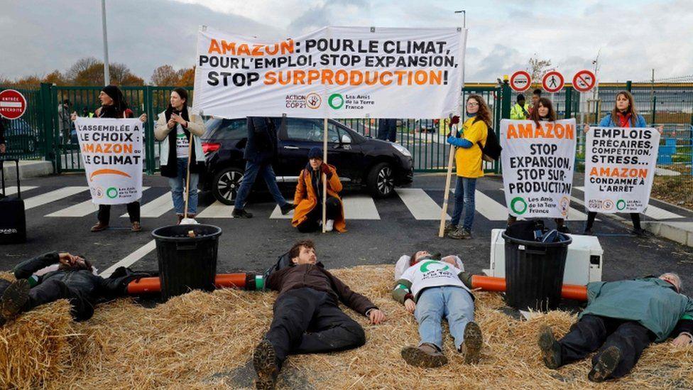 """同时,该公司还表示,""""抗议者和'Attac'正作出不符合事实的指控,并将矛头对准亚马逊,以达成他们的'政治目的'。"""""""