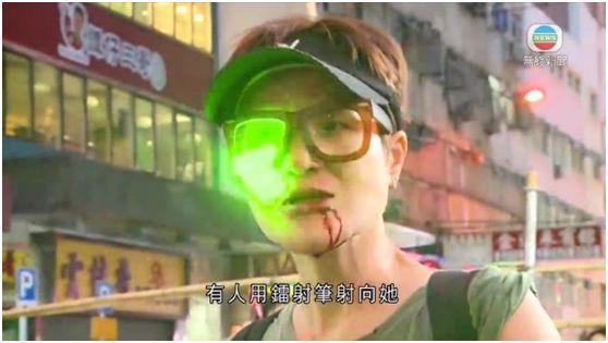 """還有暴徒用鐳射筆照馬蹄露。(圖源:香港""""東網"""")"""