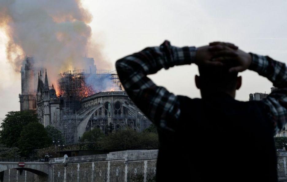 巴黎圣母院一片火海令人叹息(图源:法新社)