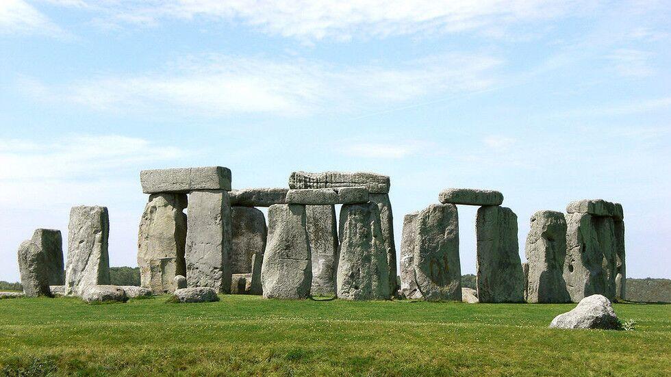 巨石�之�i�⒈唤庋芯勘砻骰�楣糯�法��人所建
