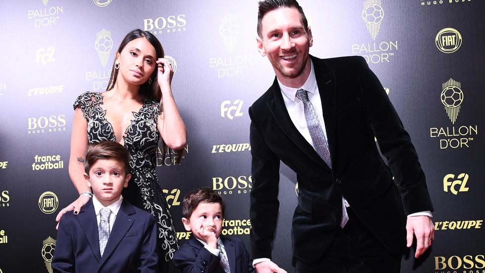 梅西第6次夺金球奖 获奖瞬间4岁儿子表情亮了(图)