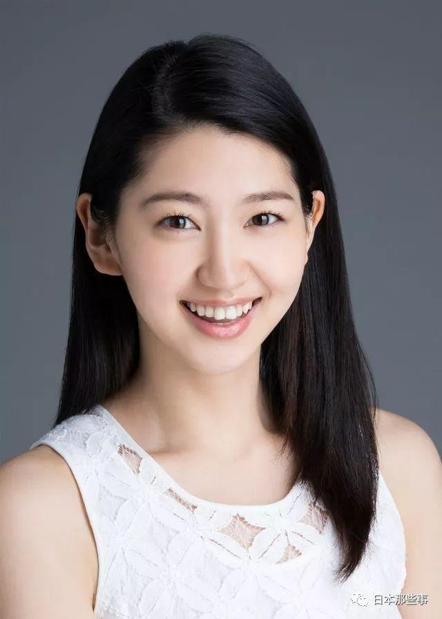 男女主角的母亲由真飞圣和石田光饰演