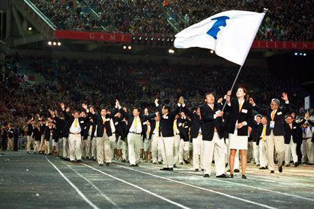 2000年悉尼奥运会上,朝韩两国运动员举朝鲜半岛旗携手入场(资料图)