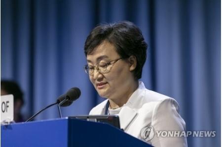 文美玉在大会上说话(韩联社)