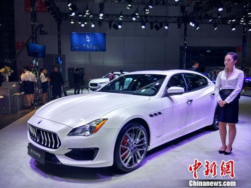资料图:上海车展上的汽车。中新网记者 李金磊 摄