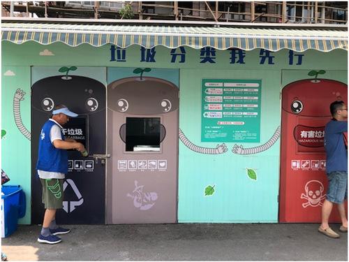 上海市长宁区程家桥街道上航新村小区垃圾箱房 田泓 摄