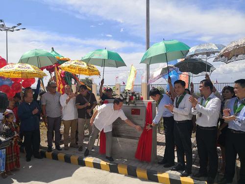 2018年12月17日,中国援建菲律宾戒毒中心萨兰添尼省项现在移交仪式在菲棉兰老岛萨兰添尼省举走。 (来源:中国驻菲律宾使馆网站)