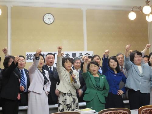 """在野党78名议员25日成立""""赏樱会""""追查总部(读卖新闻)"""