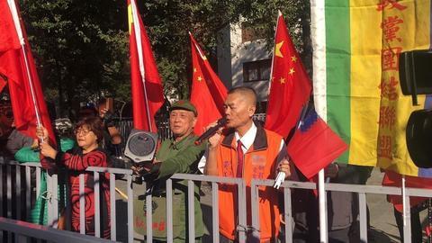 五星红旗现身台北街头 (图源:说相符信休网)