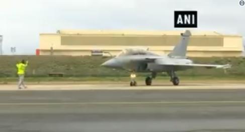 """法国达索公司为印度生产的首架""""阵风""""战机 图源:ANI新闻网"""