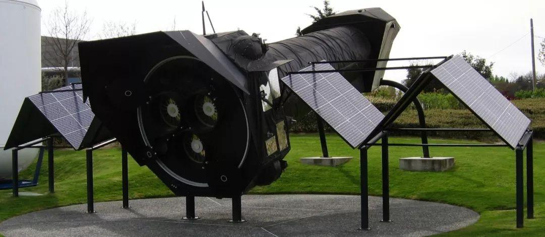 ▲XMM-牛頓太空千里鏡模子(維基百科)