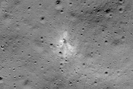 印度月球着陆器撞击地点(图源:NASA)