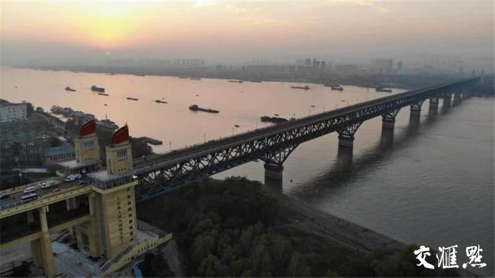 赵裕华没事的时候就会用无人机拍一拍大桥的风景 赵裕华 摄