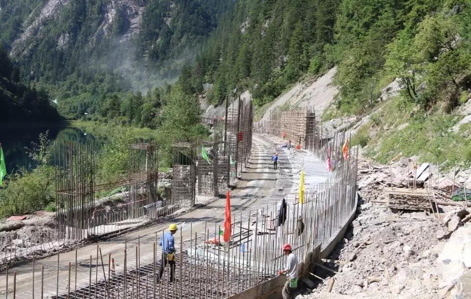九寨沟景区内下季节海新建棚洞。受访者供图