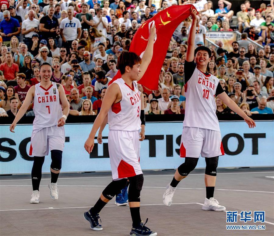6月,2019国际篮联三人篮球世界杯女子组决赛中,中国队以19比13战胜匈牙利队。这是中国篮球历史上第一个世界冠军。(新华社/法新)